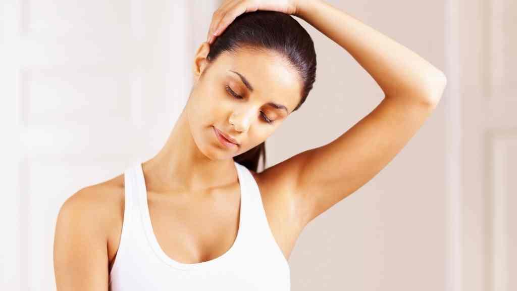 stretching collo spalle e braccia